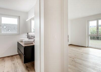 Bad und Zimmer Mehrfamilienhaus Stampfli Wicki AG